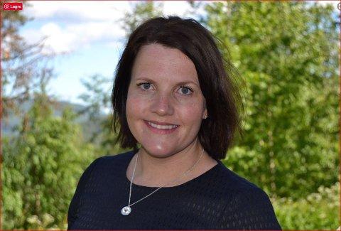 FULLT TRØKK: Ordfører Linda Mæhlum Robøle er svært glad for at vegen mot Granumsbygda blir utbedret. Hun lover at politikerne skal jobbe hardt for å få også vegen fra Steinsetbygda til Flatøygard inn i fylkeskommunens handlingsprogram for fylkesveger.
