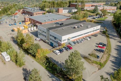 SKYTTA: Knutsen Maskin AS på Jessheim legges ned. Virksomheten, med ansatte og utstyr, overføres til produsenten Tadano - som driver med store mobile teleskopkraner. Nøyaktig plassering og oppstart er ikke oppgitt.