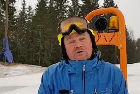 HARSETTBEDRESKIVÆR:Daglig leder Richard Palmgren i video fra Varingskollen søndag morgen.
