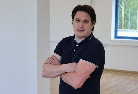PÅ JAKT ETTER LOKALER: Janick Wilhelmsen er på jakt etter lokaler i Vestby for salg av brukte kontormøbler.