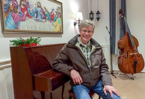 Håper: Alf Berggren håper og tror at riktig mange sambygdninger innfinner seg i Pinsekirken til  kveldens nyttårskonsert.
