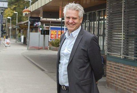 Forfatteren: Dag H. Nestegard har brukt 3 1/2 år på biografien om Kjell Opseth. Nå jobber han som kommunikasjonsrådgiver for Jernbaneverket, men må fastslå at det for tiden er tomt med mennesker på jernbaneperrongen og liten aktivitet på jernbanesporene.