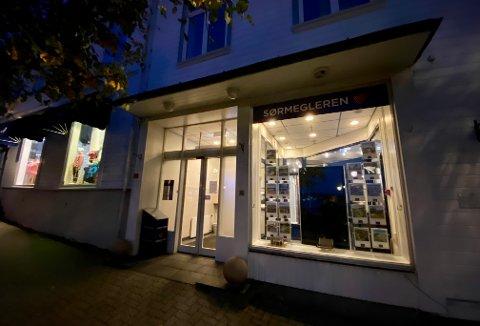Sparebanken Sør og Østre Agder sparebank har stengt for drop-in på ubestemt tid. De opplyser at bankens ansatte kan nås på telefon, epost og ved avtale.