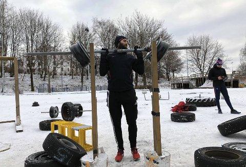 Han oppdaget «utegymmen» ved en tilfeldighet. Nå trener Truls Skeie her fast til tross for minusgrader.
