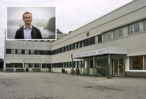 Rektor ved Austrheim VGS, Frode Hervik, seier at skulen vil vere stengt fram til måndag 9. november.