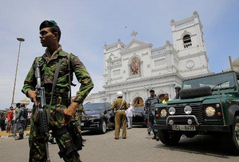 Minst tre kirker og tre hoteller er rammet i en rekke eksplosjoner i byene Colombo og Negombo på Sri Lanka. Over 400 personer er skadet.