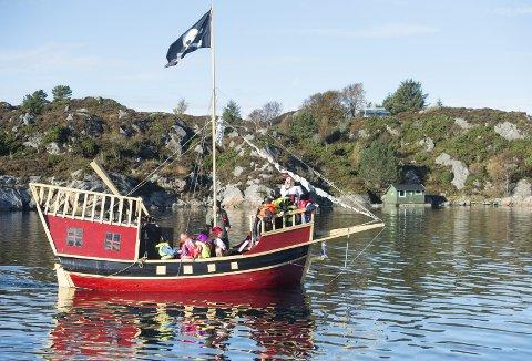 I fjor høst skaffet Langøy friluftsbarnehage seg sitt eget sjørøverskip.