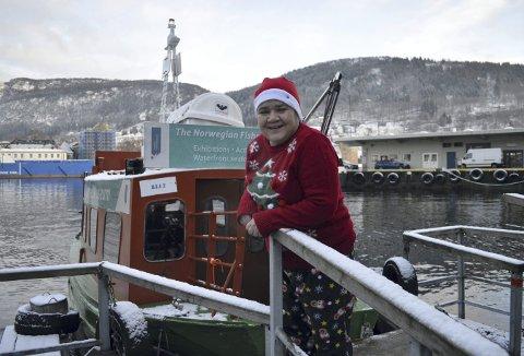 Linda Holmedal har latt julestemningen skinne igjennom den siste tiden, og det tar neppe slutt før julen er der.  (Foto: TOM R. HJERTHOLM)