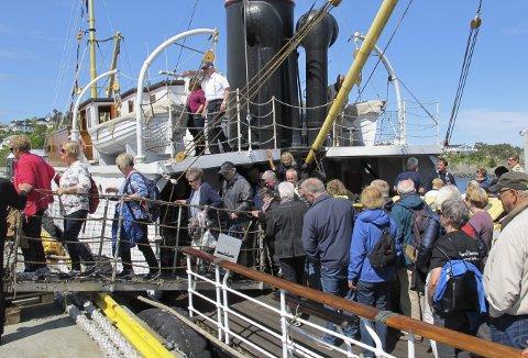 Det har aldri vært noe å si på interessen rundt det å være med på pinseturen med veteranbåtene. Her fra fjorårets pinsetur til Austevoll og Bekkjarvik. (Foto:  HARALD SÆTRE)