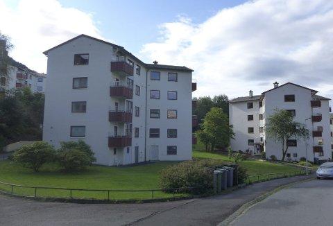 Dette er noen av de såkalte «stjernehusene» på Landås – spesielt utformede boligblokker fra etterkrigstiden. Disse finner du både ut mot Nattlandsveien og som her i Kristofer Jansons vei. (Foto:  BYANTIKVAREN)