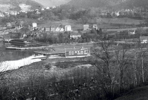 Vi skriver 1913-14  og Bergens Roklubb har fått på plass sitt klubbhus ved Møllendalselven.
