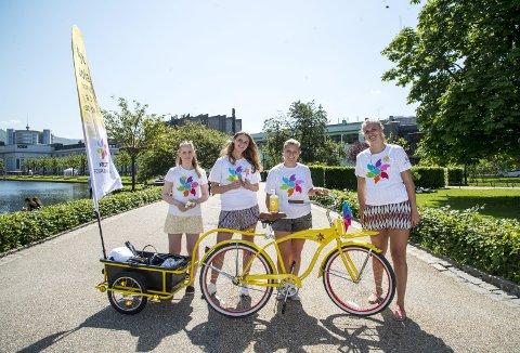 Sommeren for snart to år siden traff BAs utsendte på denne kvartetten med frivillige Byparken. Fra venstre: Anne-Marte Uranes, Marie Hamre, Veronica Halvorsen og Charlotte Engan Kran. (Foto: EIRIK HAGESÆTER)