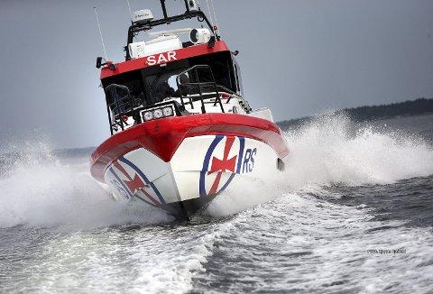 Det meldes fra båtforhandlerne at det selges båter som aldri før, og med enda flere fritidsbåter på sjøen er det nærmest garantert at redningsskøytene må ut på flere og flere oppdrag. (Foto:  REDNINGSSELSKAPET)