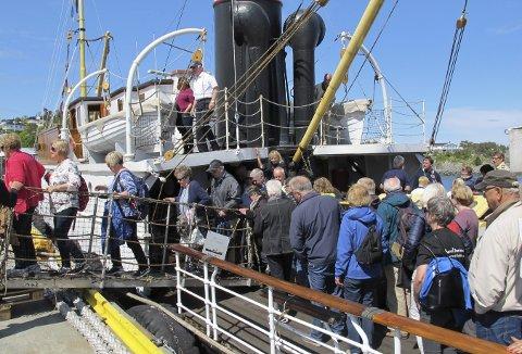 De mest ihuga entusiastene kaster seg rundt og blir med på dagsturen med de gamle båtene. Også i år. Her fra turen til Bekkjarvik for to år siden. (Foto: HARALD SÆTRE)