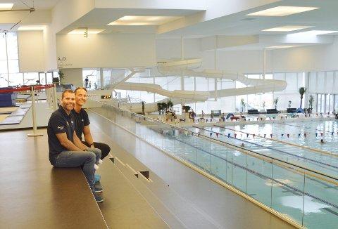 Når både leder for salg, drift og marked i Ado Arena, Morten Urdal (t.v.) og Redningsselskapets regionleder Vest, Endre Ytreland slår ideene sammen, blir utfallet en samarbeidsavtale. (Foto: TOM R. HJERTHOLM)
