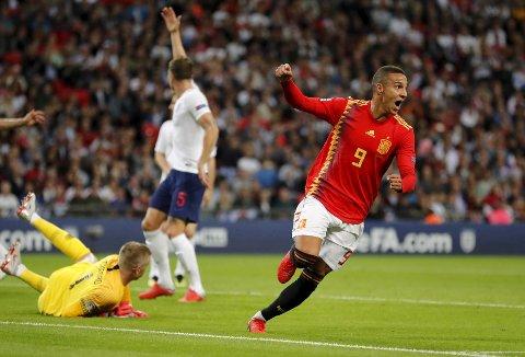 Spanias Rodrigo jubler etter å ha sendt Spania i ledelsen 2-1 mot England på Wembley lørdag kveld. Foto: Frank Augstein (AP)  (AP Photo/Frank Augstein)