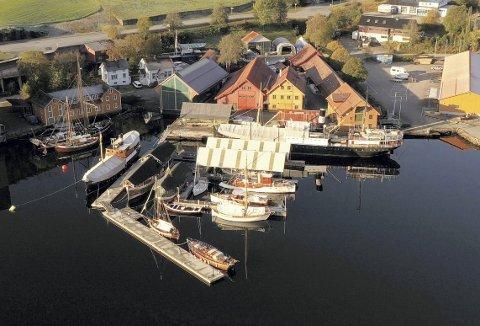 MS «Granvin» og DS «Stord 1» kunne ikke funnet en bedre plass å legge seg til for vinteren, enn her ved Hardanger fartøyvernsenter i Norheimsund. Foto: SILJE ENSBY,. HARDANGER FARTØYVERNSENTER