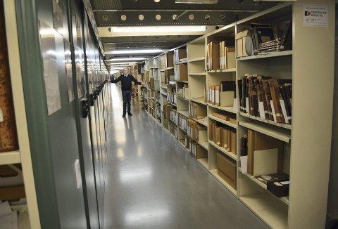 Byarkiv Jan Tore Helle har fortsatt en del plass, hvor han kan ta imot kommunale arkiver i årene som kommer. Men det begynner for alvor å fylles opp. (Foto: TOM R. HJERTHOLM)