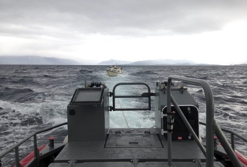 Selvsagt kan en være uheldig, men mange motorhavari på sjøen skyldes at det går litt for fort i svingene, før den første båtturen for sesongen er et faktum. (Foto:  REDNINGSSELSKAPET)