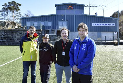 Kenneth Ljunggren (f.v.), Monica Johannessen Mørk, Ole Konrad Iversen og Terje Hansen skal gi ungdom i Loddefjord et trygt fritidstilbud i påsken.