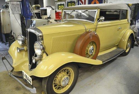 Det finnes ikke den limousin som kan måle seg med denne Studebaker Rockne 65 Covertible Sedan De Luxe 1933 som brudebil – og det er fullt mulig å få til. Bare ta kontakt med pensjonistene på veteranbensinstasjonen i Lars Hilles gate. (Foto: TOM R. HJERTHOLM)