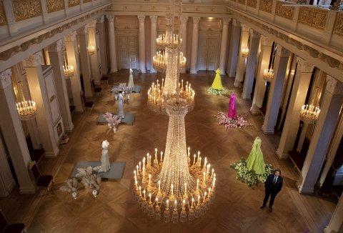 – For alle oss som har jobbet med museer eller kunstsamlinger i                 Norge, står De kongelige samlinger i en særstilling, sa Sverdrup Sandmo da han fikk jobben som sjef for de kongelige samlinger i vinter. Her er han på plass i «Dronningmøter».