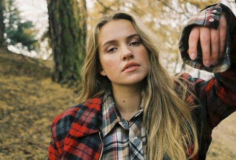 SKAAR: Hilde Skaar fra Stord har seks millioner Spotify-strømminger av debutsingelen. Nå er hennes nyeste singel A-listet på P3. Foto: Adam Falk
