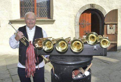 Her har han samlet alle instrumentene som han har brukt opp gjennom årene her ved Korskirken.