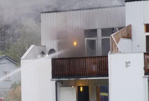 Det ble kraftig røykutvikling fra mannens leilighet.