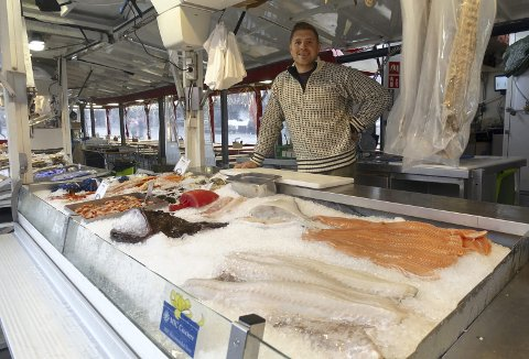 Sebastian Bernard er optimist med tanke på at han kommende vinter skal prøve å stå utendørs med alle sine produkter på Fisketorget.  Foto: TOM R. HJERTHOLM