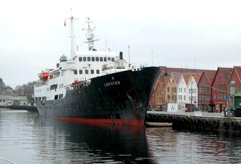 MS «Lofoten» er den aller siste av de klassiske hurtigruteskipene som seiler i ruten mellom Bergen og Kirkenes. Men etter 31. desember er det definitivt over for «den gamle damen». Foto: BA