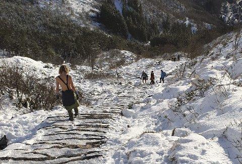 Man bør være godt skodd for å kunne forsere Oppstemten opp eller ned denne vinteren. Føreforholdene kan være totalt annerledes enn det som er nede i bunn. Foto: ERLING BIRKELAND
