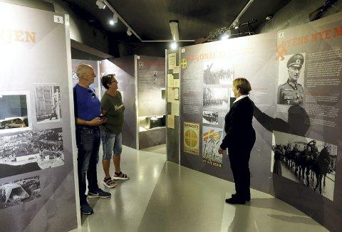 Som historieinteresserte personer valgte Rolf Myrum (t.v.) og Berit Larsen å legge en tur innom festningsmuseet på Bergenhus, og ble positivt overrasket at det var gratis adgang. Foto: TOM R. HJERTHOLM