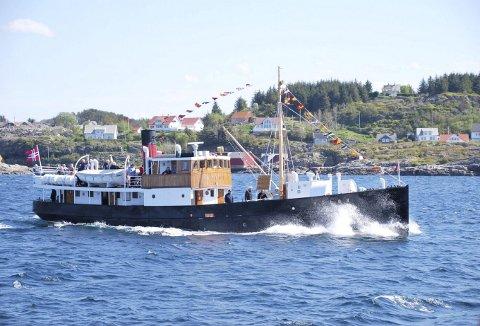 MS Atløy har seilt på utsiden av Sotra tidligere også. Blant annet da den DS Stord 1, MS Vestgar, DS Oster og MS Midthordland la pinseturen innom Telavåg I 2018. Bildet er tatt fra Oster Foto: EVA-KARIN NILSSON