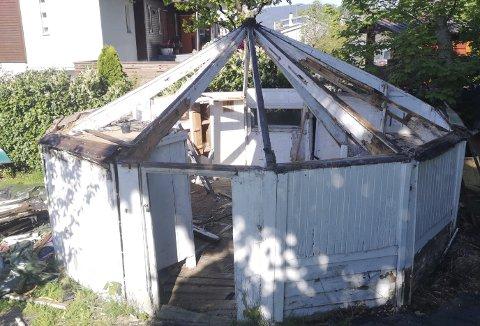 Mye på hyttene kunne ikke reddes, men mye kunne tas vare på. Rundt 60 prosent av det originale tas med videre. Foto: ROGER IVERSEN