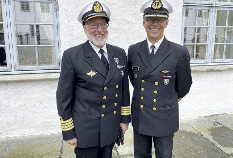 To kjuagutter møtes.  Avtroppende kommandant på Bergenhus festning, kommandør Åsmund Andersen (66) (t.v.) og den nye kommandanten, kommandør Erik Alf Bøe (59). Foto: TOM R. HJERTHOLM