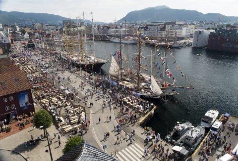 Flere og flere blir med i den store gruppen med navnet «Bergen før i tiden», og det ser  ut til at pilen fortsatt peker oppover. Foto: RUNE JOHANSEN