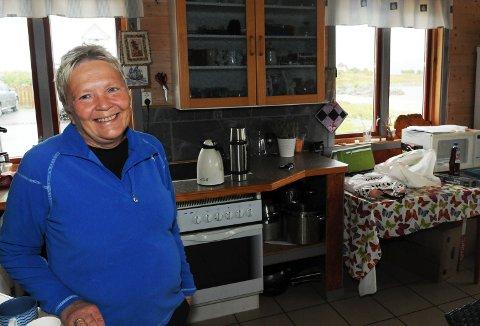 Gunn Hanssen sørget for serveringa innomhus.