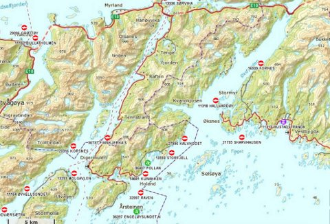 Lokaliteten Storfjell ligger midt i bildet, i nederste halvdel, nær kommunegrensa mellom Vågan og Lødingen.