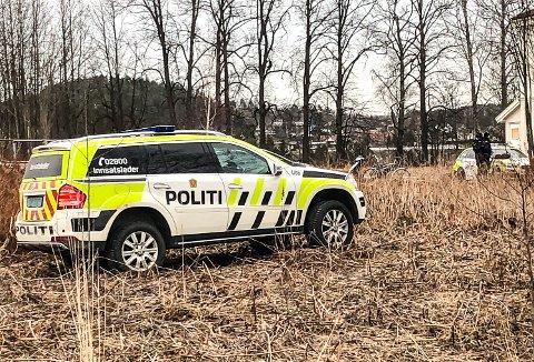 VÆPNET POLITIAKSJON: Mannen som fredag utløste en større væpnet aksjon i Åmot, var etterlyst for ikke å ha møtt opp til soning av en tidligere dom.