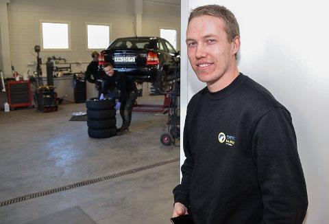 BILSELGER: Magnus Formodalen har startet enkeltpersonforetak for kjøp og salg av biler, mc og