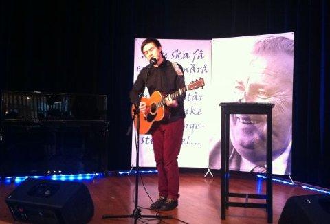 Tønes ble tildelt Prøysenprisen i fjor. Torsdag spiller han i Prøysenhuset på Rudshøgda.