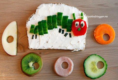 Larven Aldrimett lager du av agurk, paprika og litt ost.