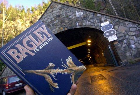 Spenning i spiralen: Den verdenskjente spenningsforfatteren Desmond Bagley la et avgjørende øyeblikk i sin roman «På stram line» til Spiralen i Drammen.