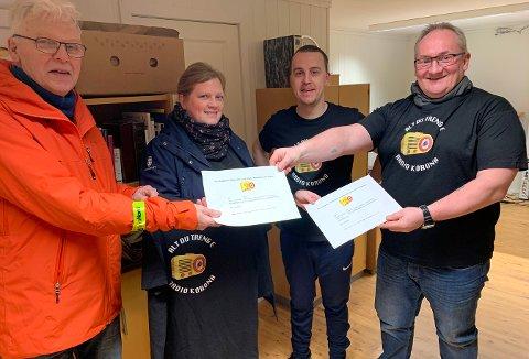 UTDELING: Hans Arvid Hansen, Aina Iren Pettersen, Andreas Børvik og Ole Håvard Olsen var i godt humør tirsdag.
