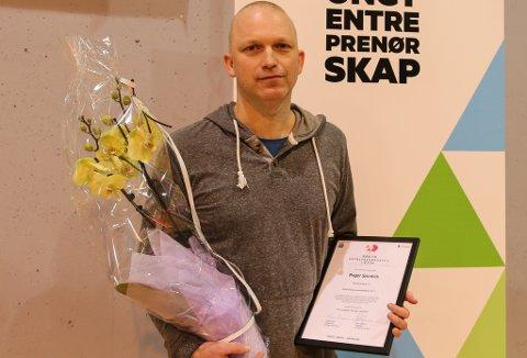 """Vinnar: Roger Sandvik ved Eikefjord skule fekk torsdag utmerkinga """"Årets Entreprenørskapslærar"""" fordi han greier å skape engasjement hos elevane."""