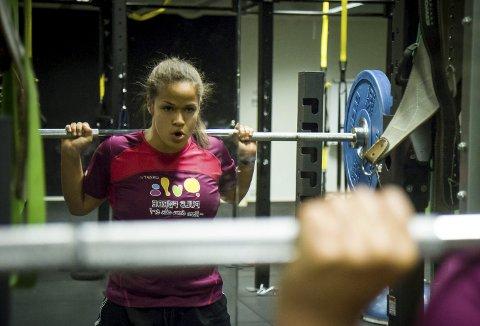 KLAR: Førde-jenta Silvia Kapstad (20) er klar for junior-VM i Polen torsdag. – I fjor vart eg nummer fire, og målet mitt er å sette personlege rekordar. Og kanskje kan det halde til at eg kan få medalje, seier Kapstad føre meisterskapen.