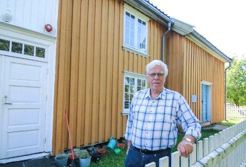 Bygningskroppen trenger ny kledning. Svein Høiden tror det må millionbeløp til for å ta vare på Haugemuseet på Rolvsøy.