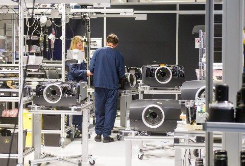 ENDRINGER: Produksjonen i Barco skal som tidligere omtalt flyttes til Belgia, mens det satses stort på innovasjon og utvikling i avdelingen i Fredrikstad.