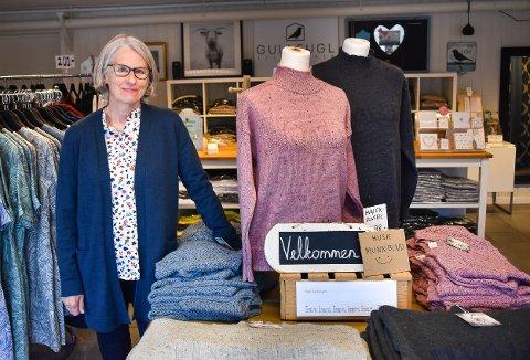 Elisabeth Gullner i Gullfugl AS har flere nyheter denne våren, blant annet denne Hvaler-genseren som er en skipsgenser strikket i norsk ull.